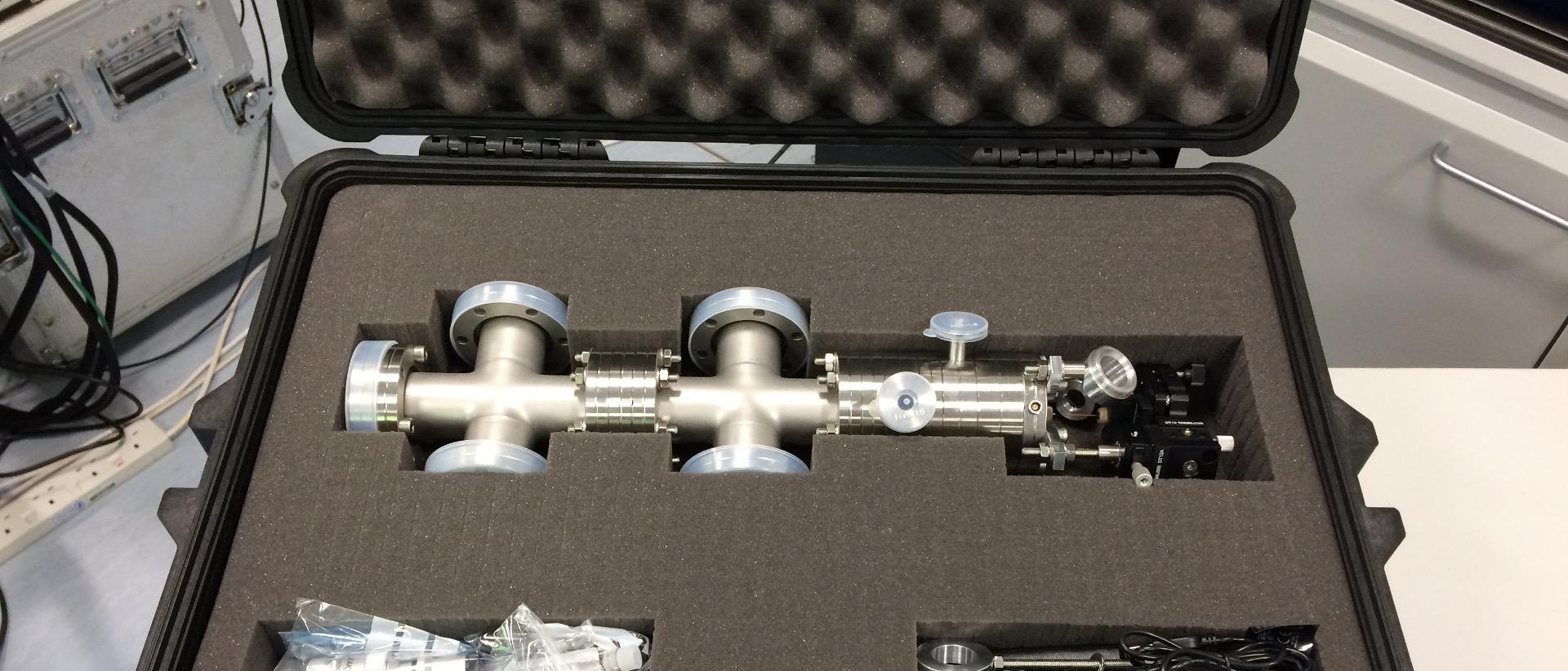 UHV4i ultra-high vacuum compatible electrospray deposition